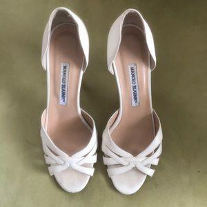 Manolo Blahnik Cream Peep Toe Heels 38.5